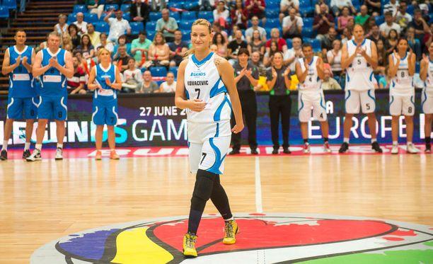 Natasa Kovacevic sai valtavat aplodit, kun hän pyörähti parketilla naisten EM-kisojen all star -tapahtuman yhteydessä viime kesänä.