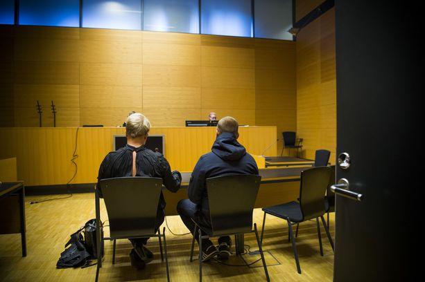 Helsingin käräjäoikeus vangitsi syyskuun 21. päivä Jesse Torniaisen. Hänet vapautettiin lokakuun 19. päivä tutkintavankeudesta ja määrättiin matkustuskieltoon.
