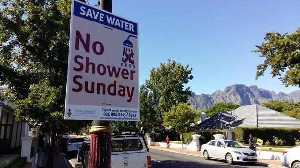 Kuivuudesta kärsivää Etelä-Afrikkaa uhkaa paitsi veden loppuminen myös maareformin myötä arvaamaton tulevaisuus.