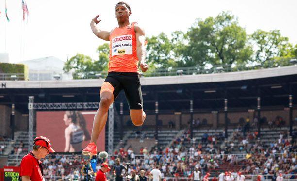 Juan Miguel Echevarría liiteli lähes yhdeksän metriä ilmassa.