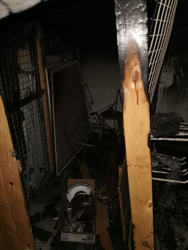 Asukas huomasi tulipalon ja hälytti palokunnan, sekä varoitti muita.