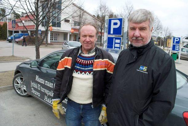 Teuvo Hakkarainen uskoo vahvasti, että uusii paikkansa eduskunnassa. Toimi Kankaanniemi arvele että perussuomalaisten lisäpaikka on lähempänä kuin toisen paikan menettäminen.