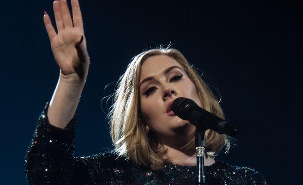 Adelella on sydän paikallaan.