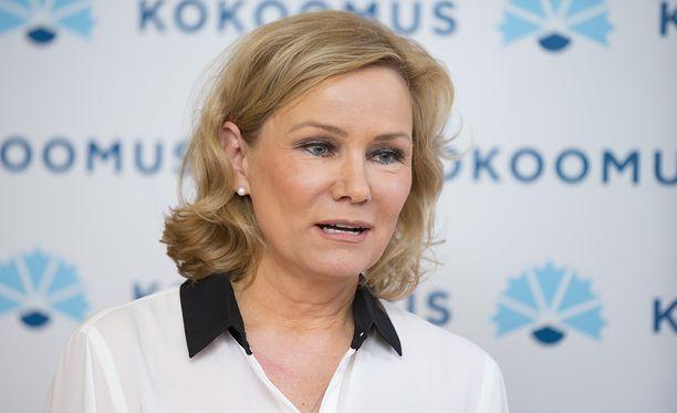 Vuosina 1999-2014 europarlamentaarikkona työskennellyt Eija-Riitta Korhola sai sopeutumiseläkettä kesäkuussa.