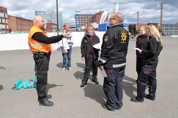 Ennen tapahtuman alkua sen järjestäjät ja viranomaiset tekivät yhdessä turvallisuuskatselmuksen.
