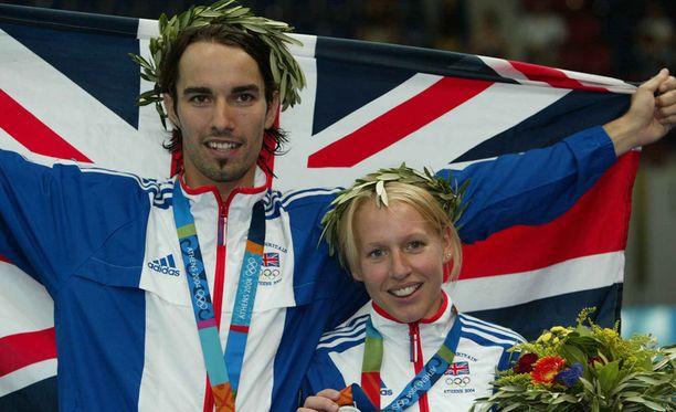Nathan Robertson ja Gail Emms voittivat Ateenassa olympiahopeaa.