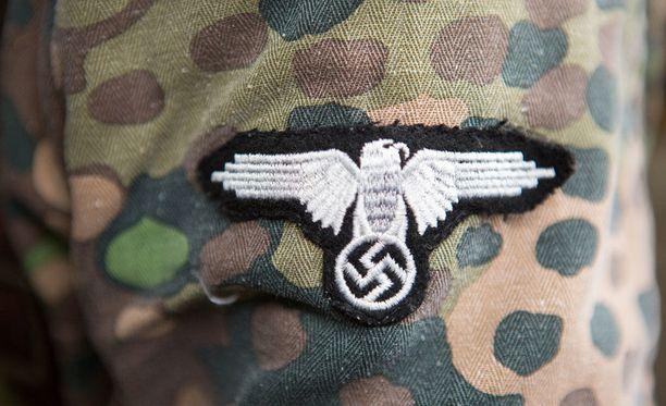 Waffen-SS-joukkojen tunnuksiin kuului kotka. Kuvituskuva.