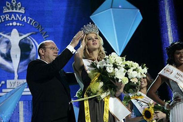 Oksana Moira kruunattiin viime vuonna Miss Supranational -kisan kauneimmaksi.
