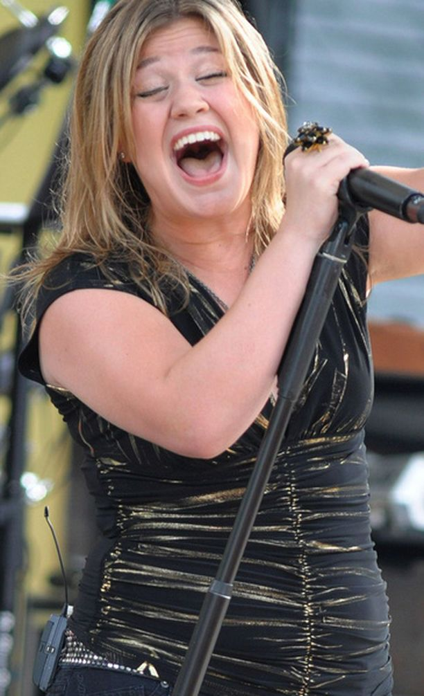 - Kun joku kysyy minulta kiloistani, vastaan heille, että asia tuntuu olevan ongelma sinulle, mutta ei minulle, Kelly Clarkson on sanonut.