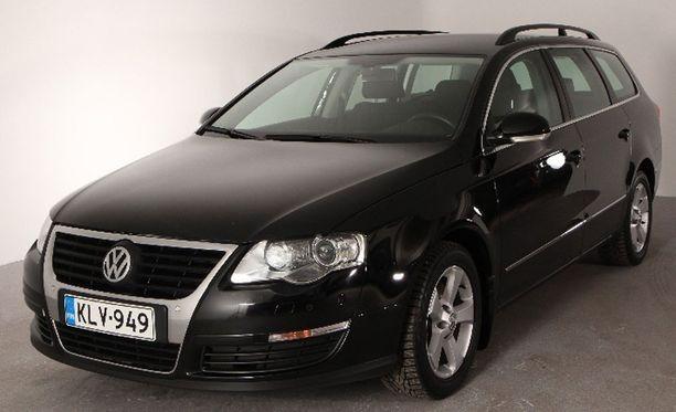 18 900 EUROA. Vanhempikorinen vuoden 2010 VW Passat on jopa 6000 euroa vastaavanikäistä uusikorista halvempi.