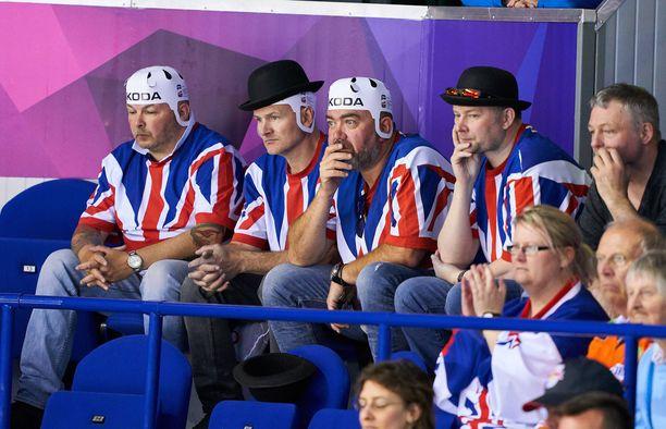 Pää pystyyn, pojat! Iso-Britannia taistelee sarjapaikastaan MM-kisoissa.