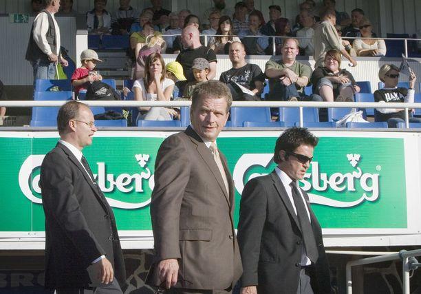 Vuonna 2009 eduskunnan puhemies Niinistö vieraili FC Hakan juhlaottelussa.