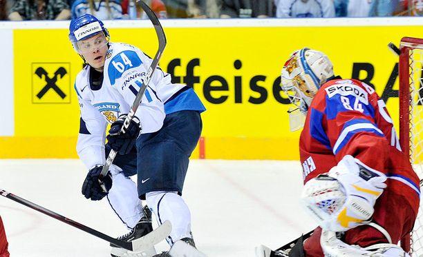 Mikael Granlund yllätti Konstantin Barulinin 2011.
