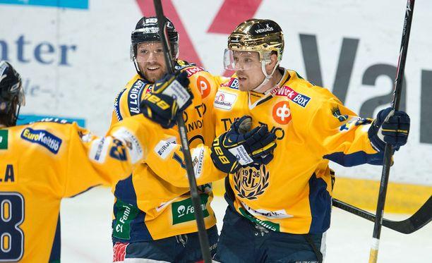 Kultakypärä Ville Vahalahti (oik.) ja Aaron Gagnon ovat isossa roolissa Lukon ylivoimassa.