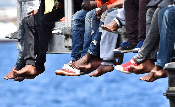 Viranomaisten mukaan rikollisliigat auttavat ääri-islamisteja piiloutumaan veneisiin.