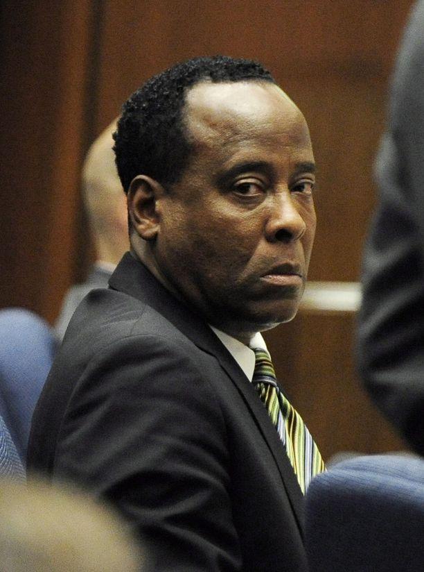 Conrad Murray istui kaksi vuotta linnassa Michael Jacksonin kuolemantuottamuksesta.