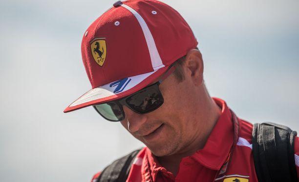 Kimi Räikkönen ikuistettiin samaan kuvaan poikansa Robinin kanssa.