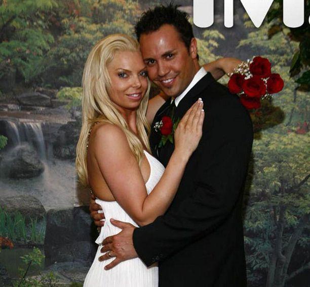 Vaimonsa murhasta epäilty Ryan Jenkins on yhä karkuteillä.