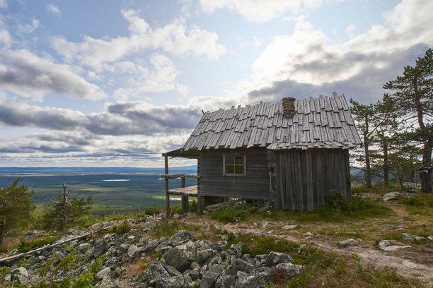 Levin Joulupukin mökki on viehättävä näky kesälläkin.