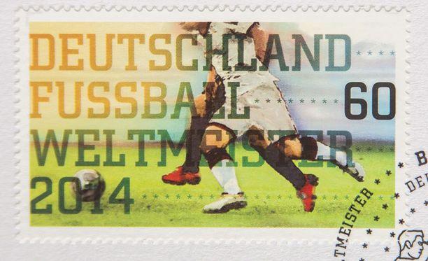 Saksa - jalkapallon maailmanmestari 2014. Eipä mestaruuspostimerkin kai muuta tarvitse viestittää.