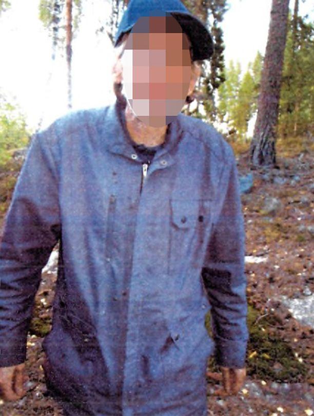 Sastamalan murhaepäilty kuvattiin kiinnioton jälkeen surmatalon pihassa.