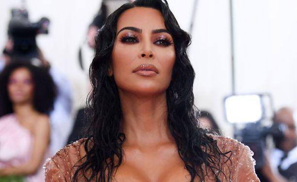 Kim Kardashian West edusti maanantaina Met-gaalassa New Yorkissa.