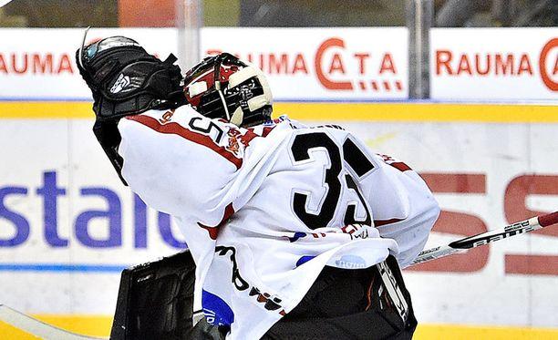 Sami Rajaniemi kiitti komeasti yllätyskomennuksesta tolppien väliin.