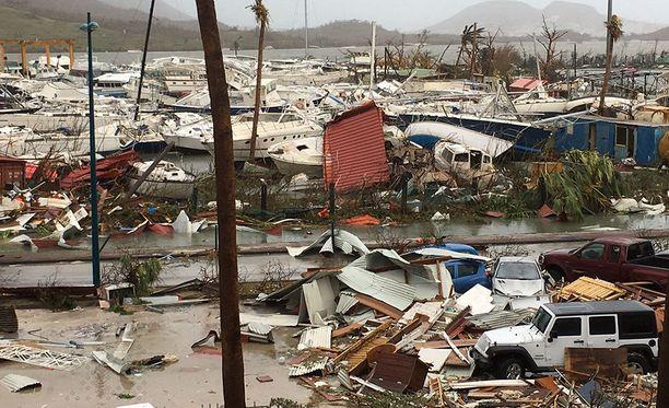 Saint-Martinin saarella on tuhoutunut valtaosa rakennuksista. Vahingot muulle omaisuudelle ovat valtavia.