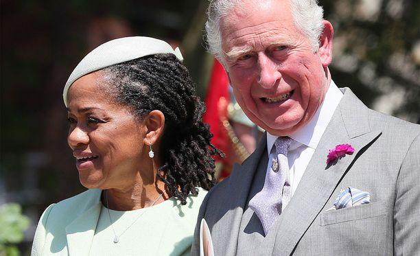 Doria Ragland ihastui tyttärensä häissä kuninkaallisen perheen jäseniin.
