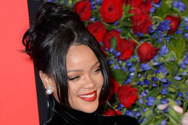 Rihanna nautti näytelmästä ja kertoi sen tekstiviestillä käsikirjoittajalle.