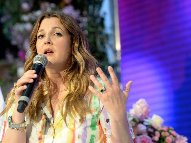 Drew Barrymore ei ole vieläkään toipunut avioerostaan, josta kärsi lastensa vuoksi.