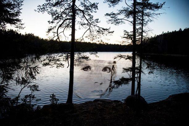 David Popan teoksia on havaittu tänä syksynä muuallakin Suomessa, esimerkiksi Viitasaaressa ja Järvenpäässä.