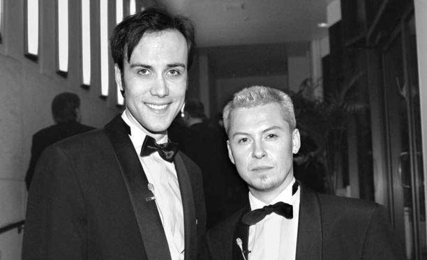 Ystävykset Aki Sirkesalo ja Sami Saari Emma-gaalassa vuonna 1997.