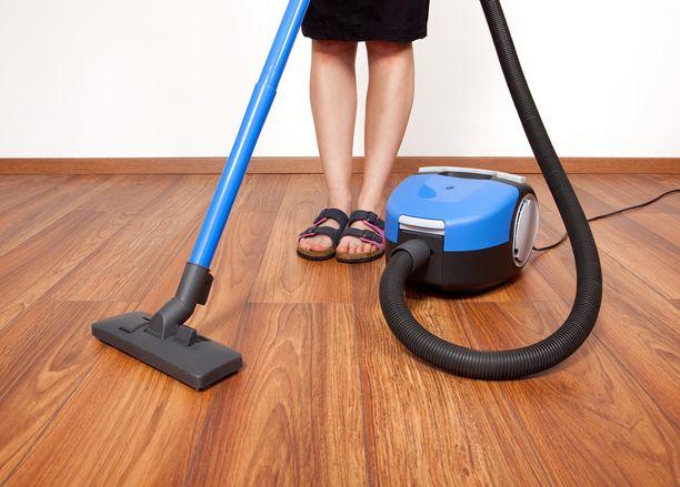 Imurointi sujuu joutuisammin, jos matot ja kengät on siirretty pois tieltä.