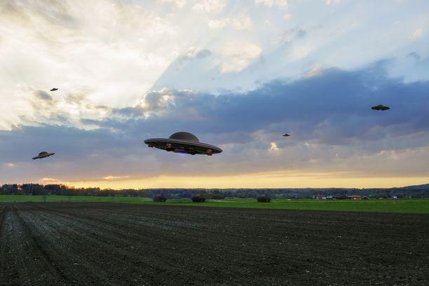 Syntymäpäivävieraat Sysmässä vuonna 1993 kertovat nähneensä lentävän lautasen viljapellon yläpuolella. Kuvituskuva.
