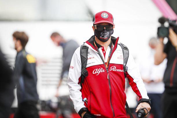 Kimi Räikkönen harmitteli autonsa ongelmia.