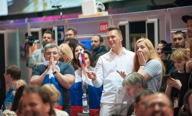 Näin venäläisfanit jännittivät tuloksia.