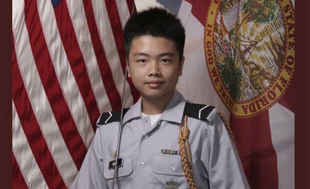 Peter Wang oli koulussaan armeijan juniorijoukkojen jäsen. Hänellä oli päällään univormu, kun hänet ammuttiin.