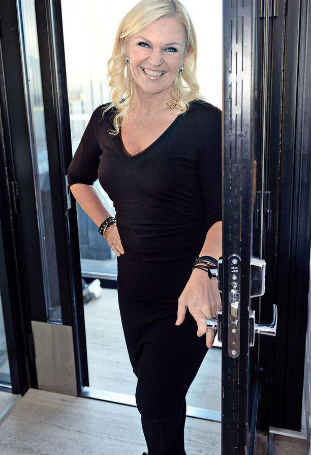 Raakel Lignell on itse hyvä esimerkki itsestään huolehtivasta naisesta. Hyvinvointi on hänelle elämässä tärkeää ja sitä aihetta hän jatkaa tammikuussa MTV3:n Studio 55:ssä.