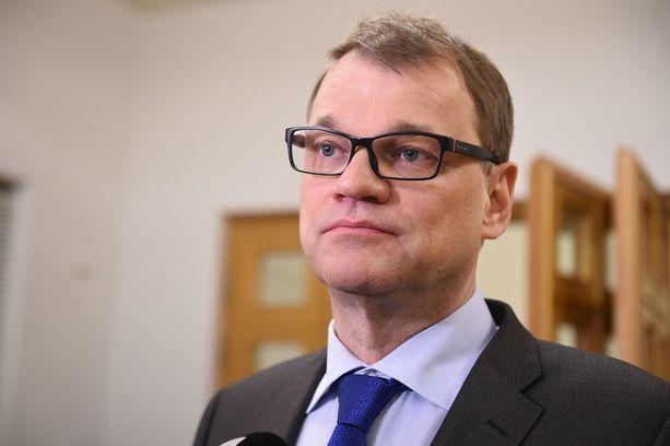 Pääministeri Juha Sipilä myönsi torstaina eduskunnassa tehneensä virheen, kun hän pommitti Ylen toimittajaa sähköpostiviesteillä Ylen Terrafame-jutun jälkimainingeissa. Sipilä sanoi olevansa edelleen sitä mieltä, että häntä olisi pitänyt kuulla ennen jutun julkaisemista.