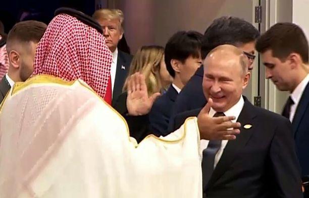 Prinssin ja Putinin toverillinen tervehdys G20-kokouksessa herätti huomiota.