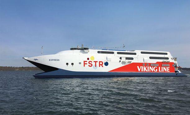 Laivojen lähtöjä on jouduttu perumaan kovan tuulen vuoksi.