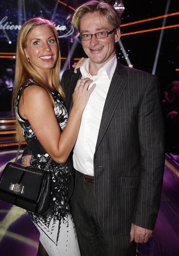 Mikael Jungner ja Emilia edustivat onnellisina TTK-yleisössä.