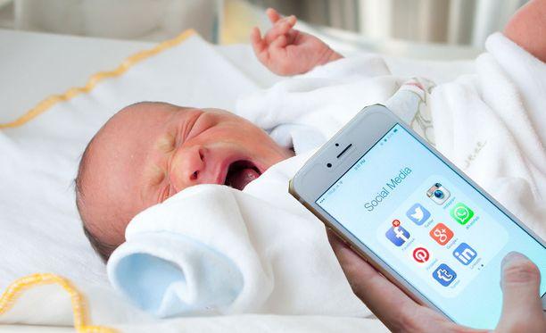 Freeman käytti synnytyksessä apunaan Googlea ja Youtubea.