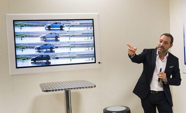 Bridgestonen Riccardo Ugolini esitteli TÜV SÜD -testiorganisaation suorittamia jarrutustestituloksia. Märällä Turanza suoriutui verrokkiryhmän parhaiten.