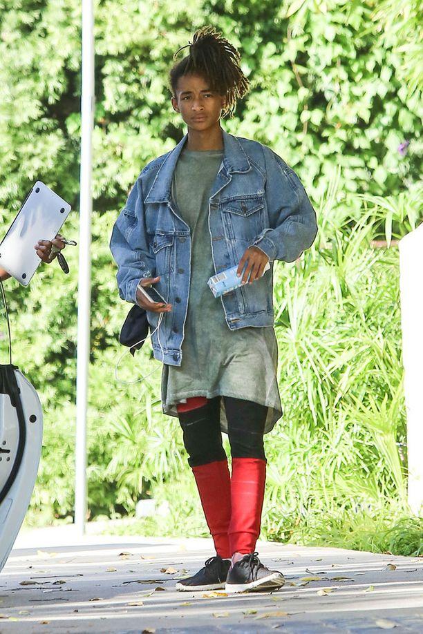 Toisen polven näyttelijä on nähty naisten vaatteissa vapaa-ajallaan.