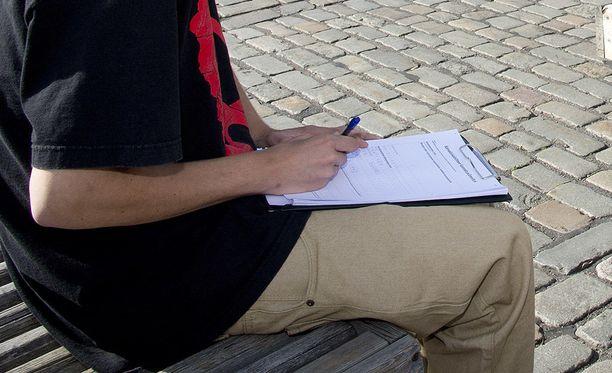 Kirjallinen työsopimus auttaa selkeiden työehtojen määrittämisessä. Kuvituskuva.