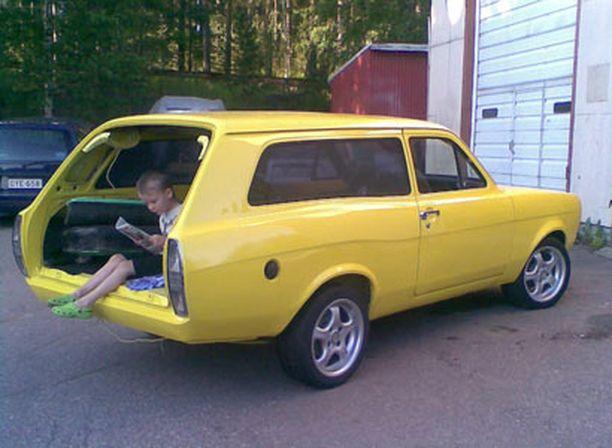 2. TAKANA TILAA Ford Escort Kombi 1979