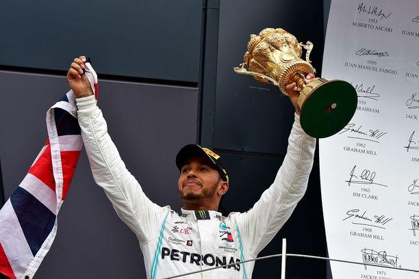 Lewis Hamilton on Britannian rikkain urheilija. Viime vuonan hän juhli voittoa kotiyleisönsä edessä Silverstonessa.