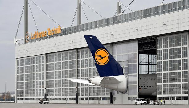 Näin Münchenin lentokentällä ratkaistiin huollettavan koneen masiivisesta koosta johtunut pulma.